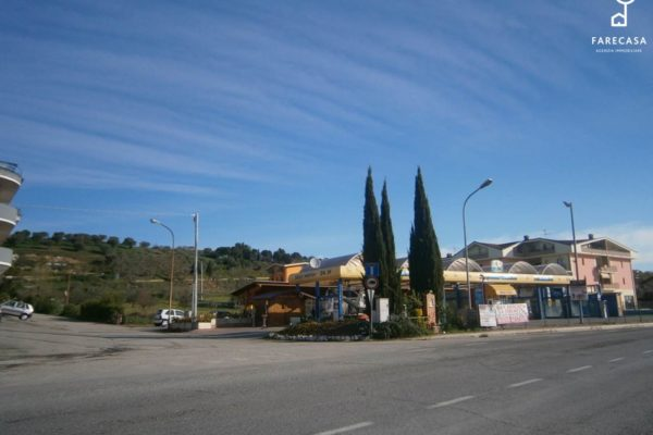 """Terreno Edificabile in vendita sulla S.S.80 a S. Nicolò a Tordino, Teramo. La """"natura"""" è commerciale."""